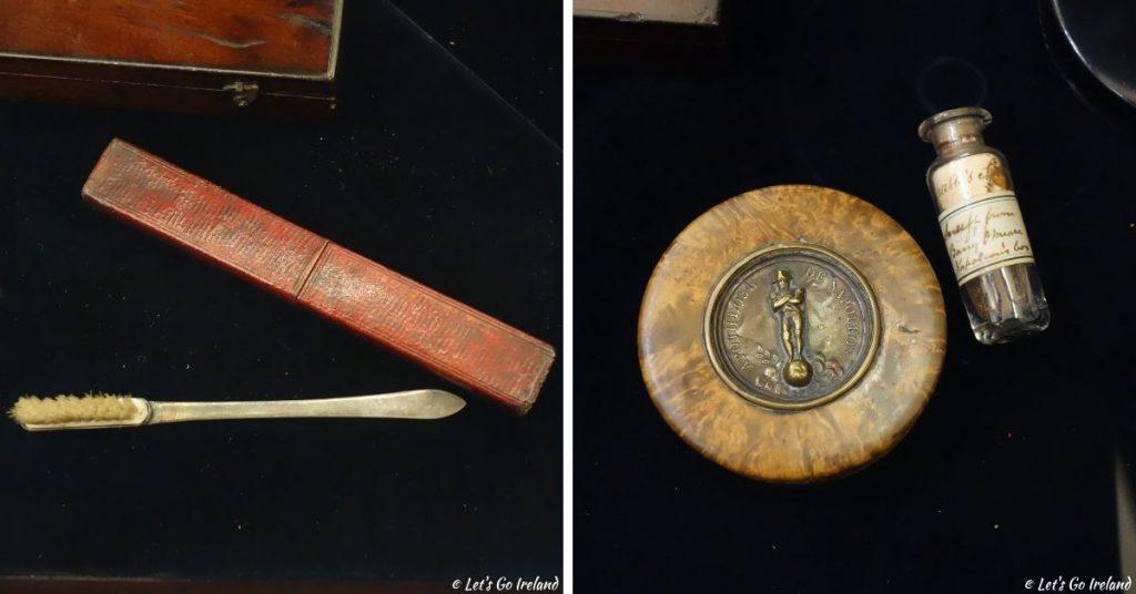Napoleons Zahnbürste und eine Schnupftabakdose im Royal College of Physicians of Ireland in Dublin