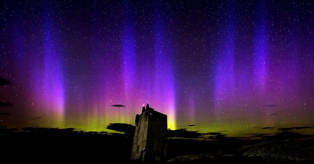Die Nordlichter in der Nähe des Malin Head, Irland