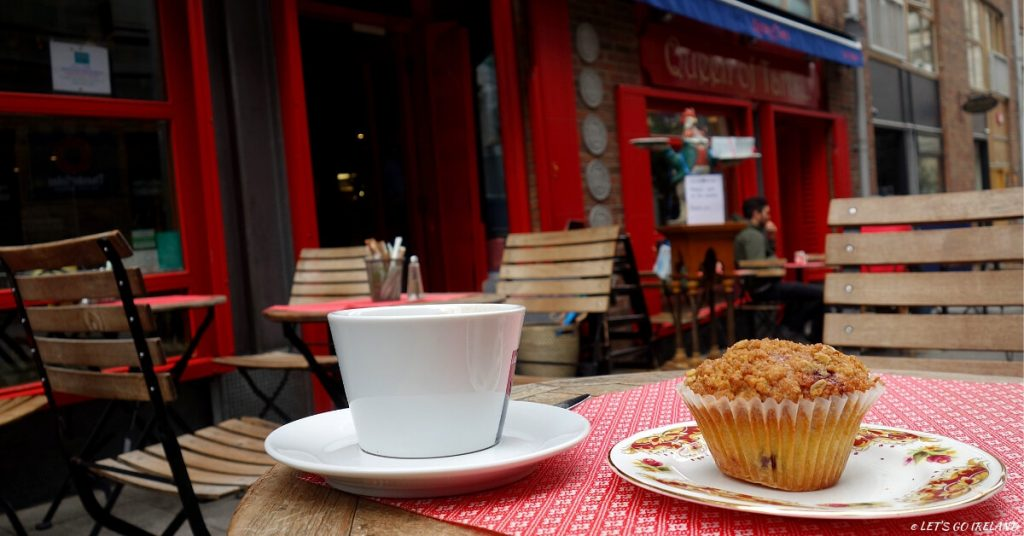 Coffee und ein Muffin in der Queen of Tarts, Dublin, Irland