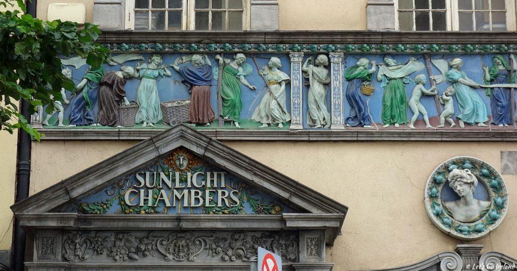 Die kunstvoll gestalteten Friesen der Sunlight Chambers, Dublin, Irland