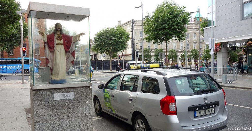 Die Jesus Statue für die Taxifahrer auf Cathal Brugha Street, Dublin, Irland
