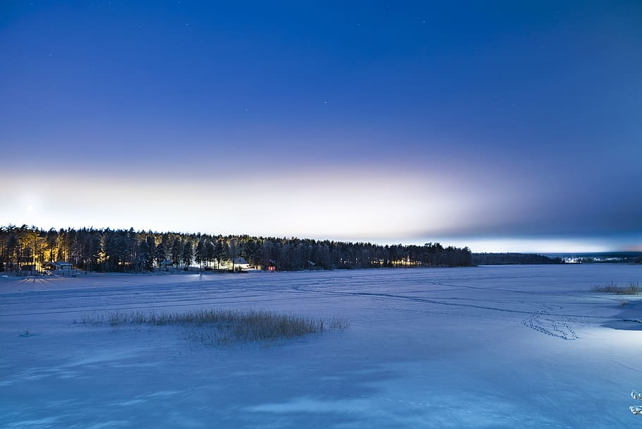 lake in Luleå during winter