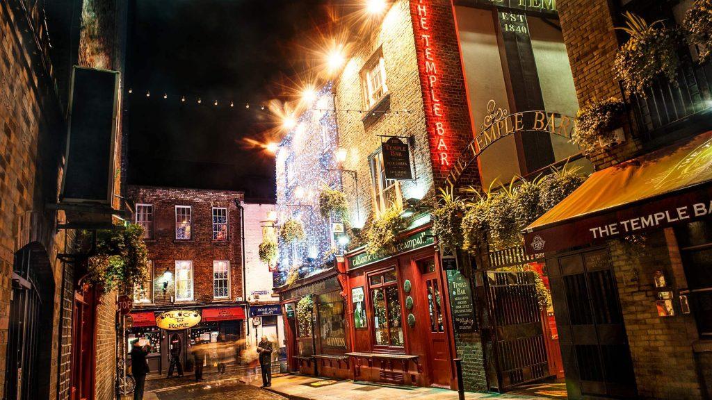 The Temple Bar Pub, Dublin, Ireland at Christmas.